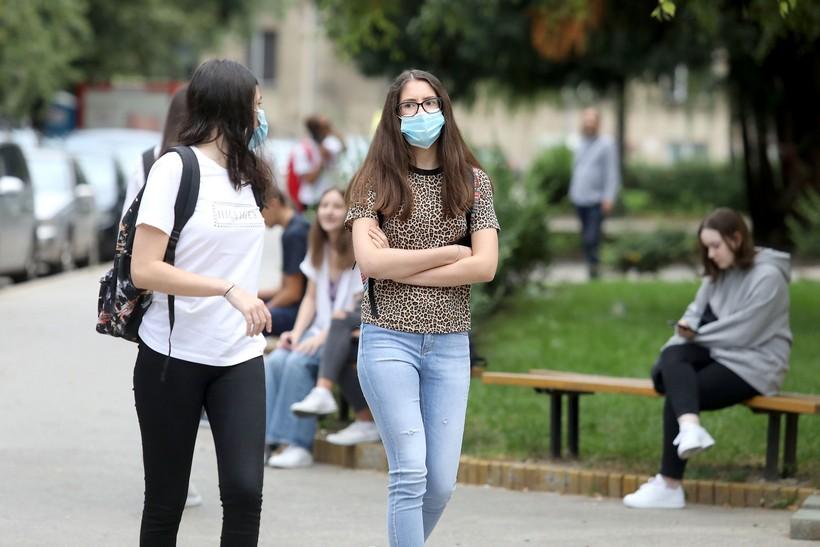 🎦 Škola kao nikad do sad; uz epidemiološke mjere učenici ponovno u školskim klupama