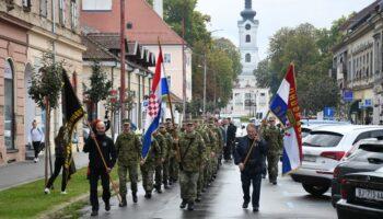 🎦 Održan Mimohod pobjednika do spomen područja Barutana u povodu Dana grada Bjelovara