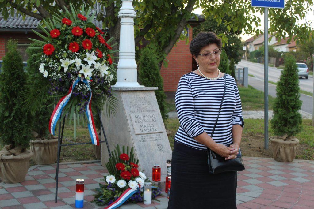 Položeni vijenci u spomen na poginule branitelje Marija Jembreka i Miljenka Klobučara 03
