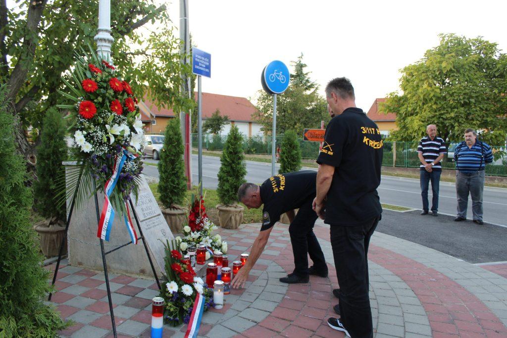 Položeni vijenci u spomen na poginule branitelje Marija Jembreka i Miljenka Klobučara 05