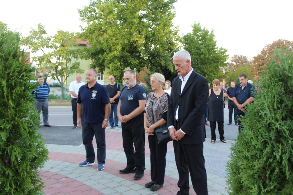 Položeni vijenci u spomen na poginule branitelje Marija Jembreka i Miljenka Klobučara 08