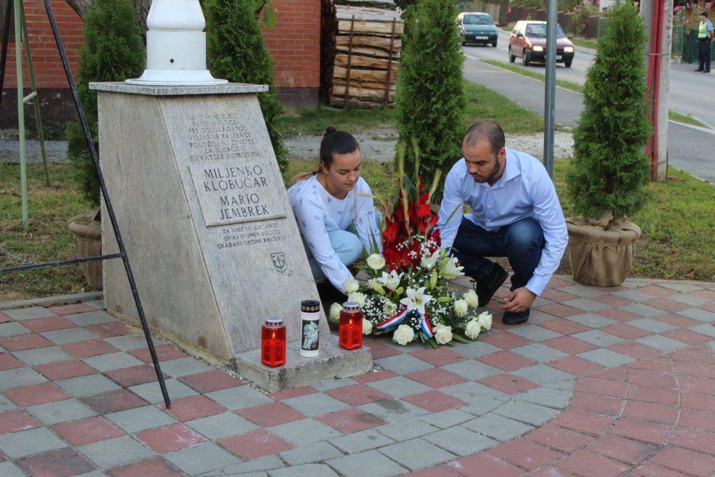 Položeni vijenci u spomen na poginule branitelje Marija Jembreka i Miljenka Klobučara 10