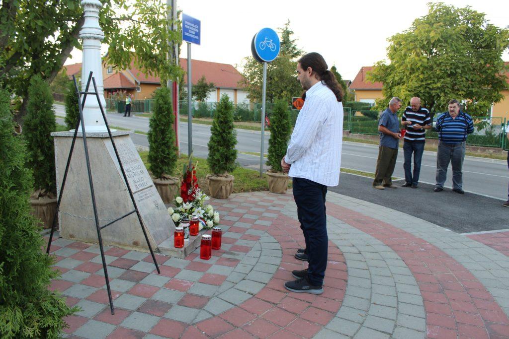 Položeni vijenci u spomen na poginule branitelje Marija Jembreka i Miljenka Klobučara 11