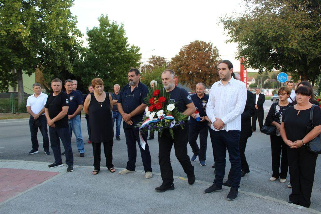 Položeni vijenci u spomen na poginule križevačke branitelje Marija Jembreka i Miljenka Klobučara