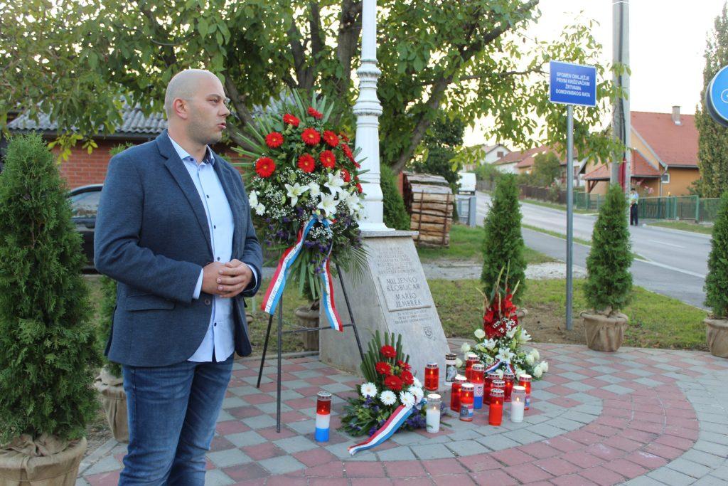 Položeni vijenci u spomen na poginule branitelje Marija Jembreka i Miljenka Klobučara 13