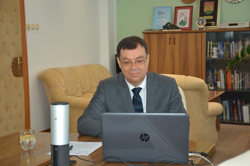 Župan Damir Bajs na online radnom sastanaku s ministrom znanosti i obrazovanja Radovanom Fuchsom o početku nove školske godine