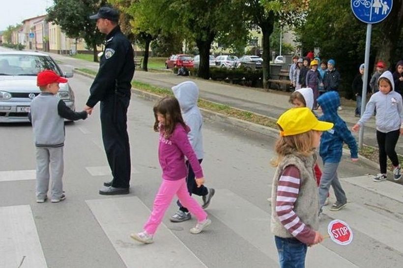 🎦 U Koprivnici u školu krenulo 2484 učenika: 'Rad s djecom velika je privilegija, ali i velika odgovornost'