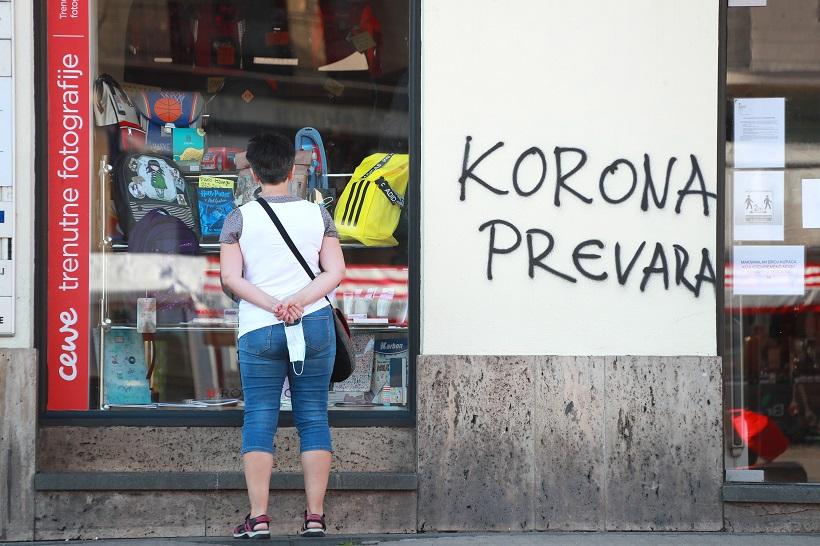 Prosvjednici ostavili natpis na fasadi