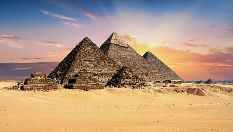 Egipat gradi autoceste uz piramide, konzervatori zabrinuti