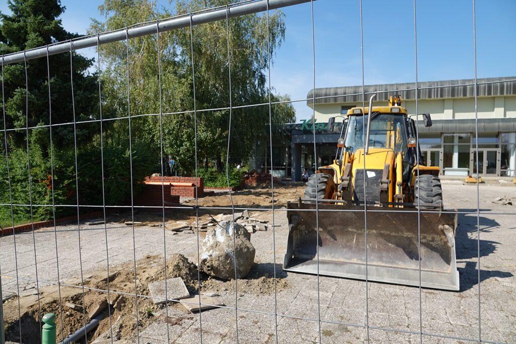 Počeli radovi na uređenju okoliša oko đurđevačkog Doma kulture; izgradit će ljetnu pozornicu i amfiteatar