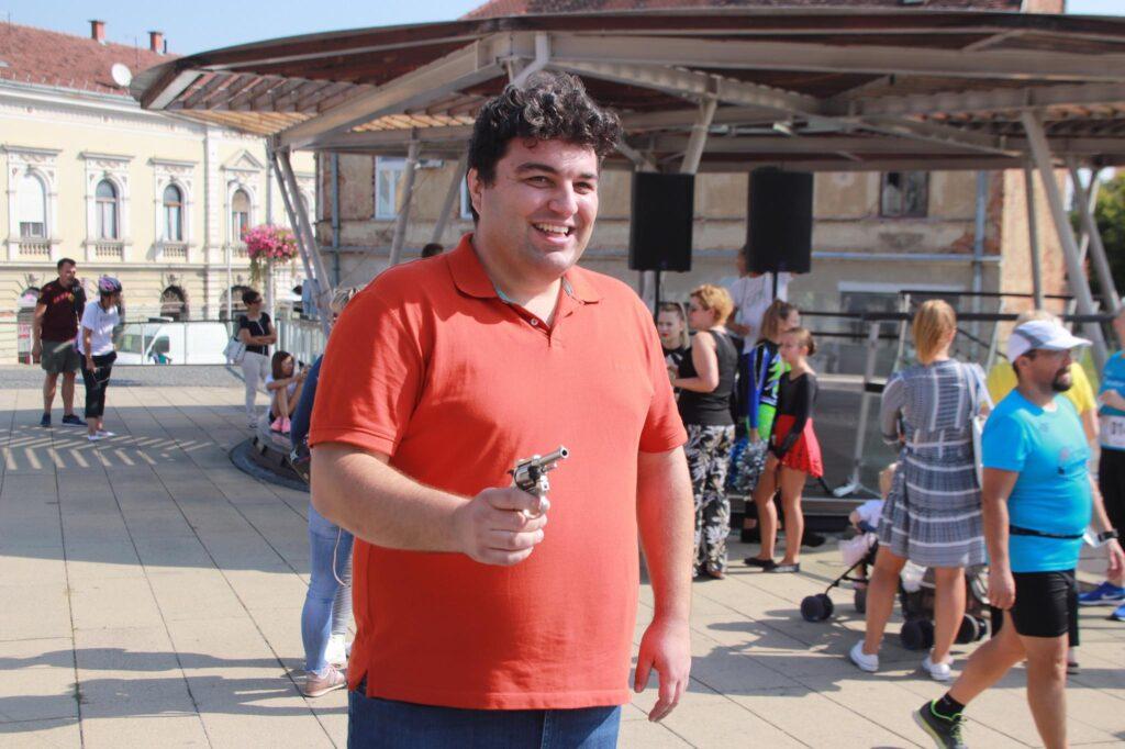 FOTKALO Puhači, mažoretkinje, gradonačelnik s pištoljem – atletski dan u Križevcima