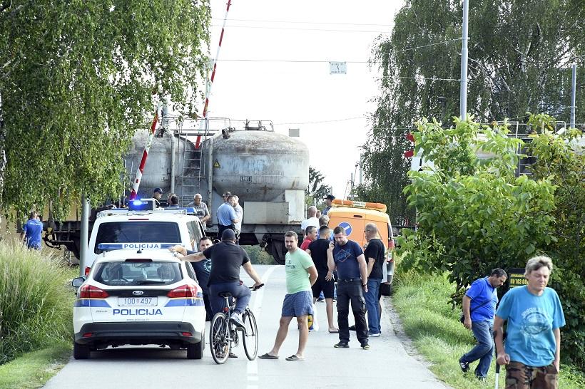 Vlak naletio na automobil, žurne službe su na terenu