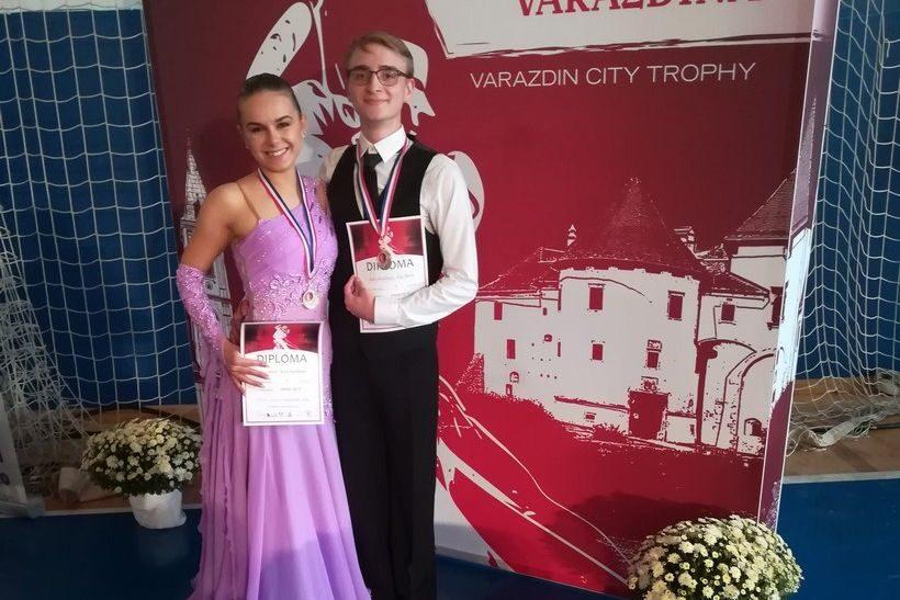 Filip Obran i Karla Šmitlehner osvojili zlatne medalje u standardnim i latinsko-američkim plesovima na Trofeju Grada Varaždina