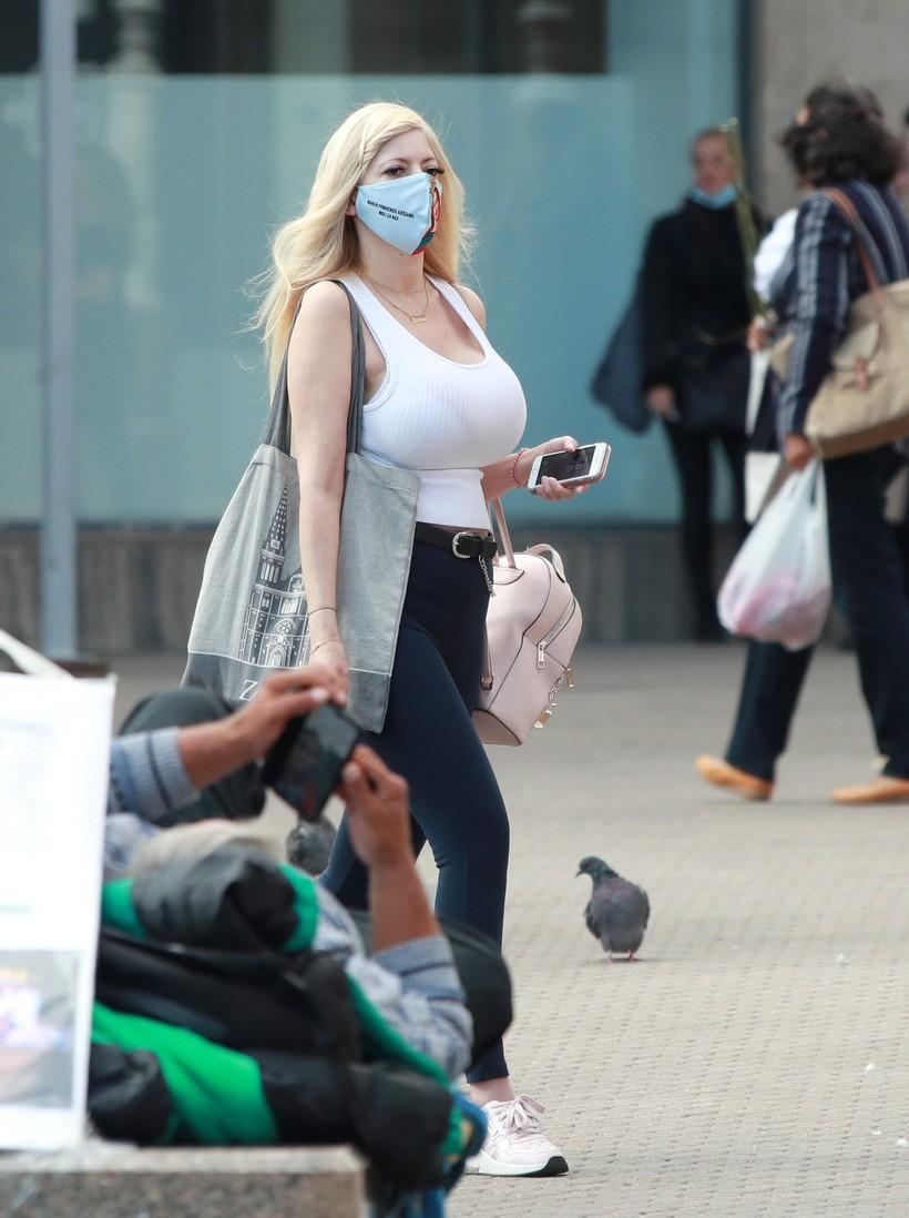 Zagreb: Osebujna djevojka prošetala noseći masku s zanimljivom porukom
