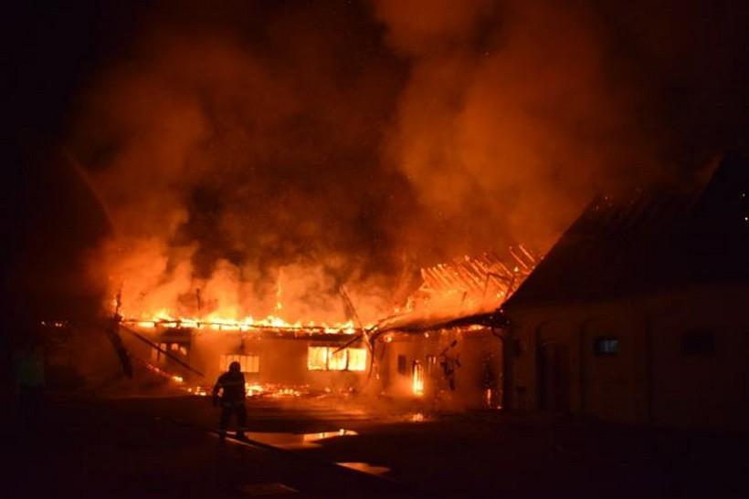 VATRENA STIHIJA U MARIJI BISTRICI Strašan požar gutao sve pred sobom, zaustavljen pred Crkvom i Bazilikom