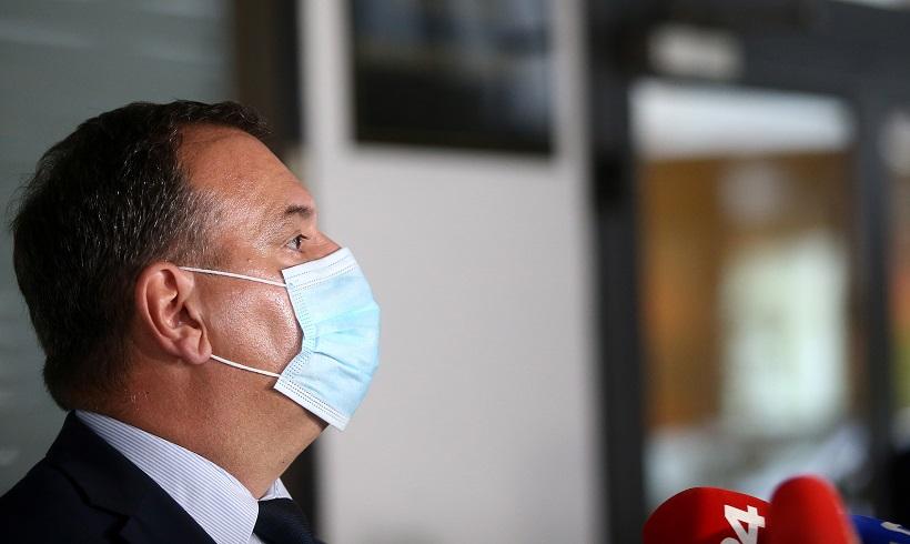 Prosvjednici banuli ministru Berošu na vrata: Vrijeđali novinare, intervenirala i policija