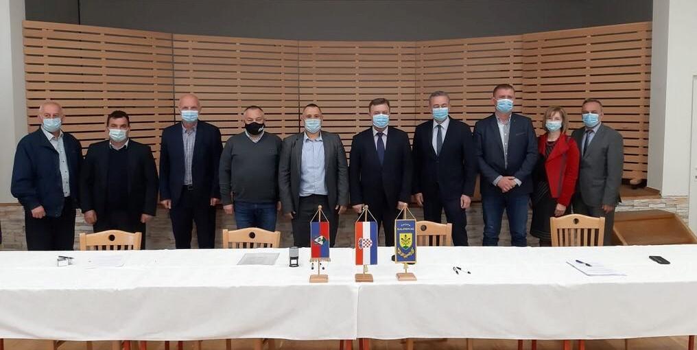 Svečano potpisan ugovor o izgradnji školsko-sportske dvorane Osnovne škole Ivan Lacković Croata Kalinovac