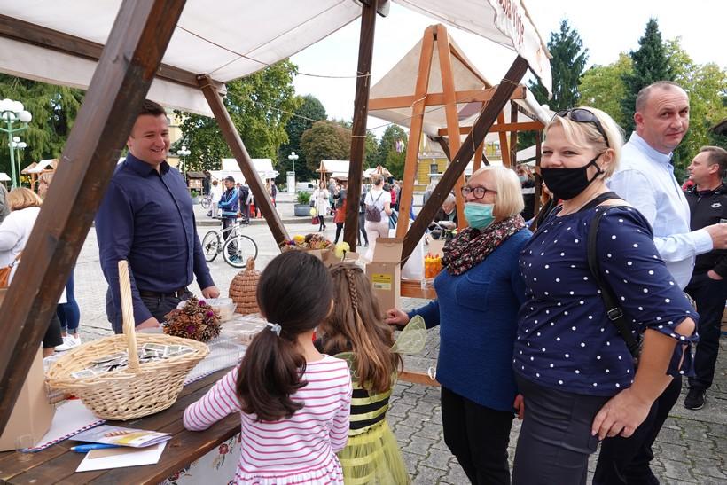 🖼️|🎦 Medveni den u Đurđevcu | Brojni posjetitelji osladili se medenim poslasticama