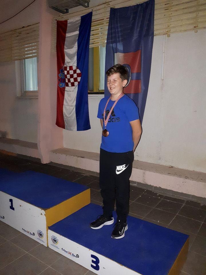 STRELJAŠTVO – Križevčanin Karlo Sačarić treći na prvenstvu Hrvatske za mlađe kadete