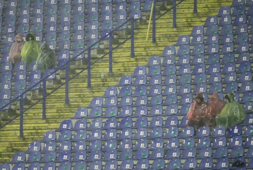 Prolom oblaka i derutan stadion otjerali navijače