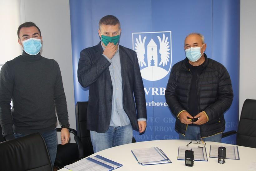 Gradonačelnik Kralj potpisao ugovore o gradnji nogostupa na području Vrbovca
