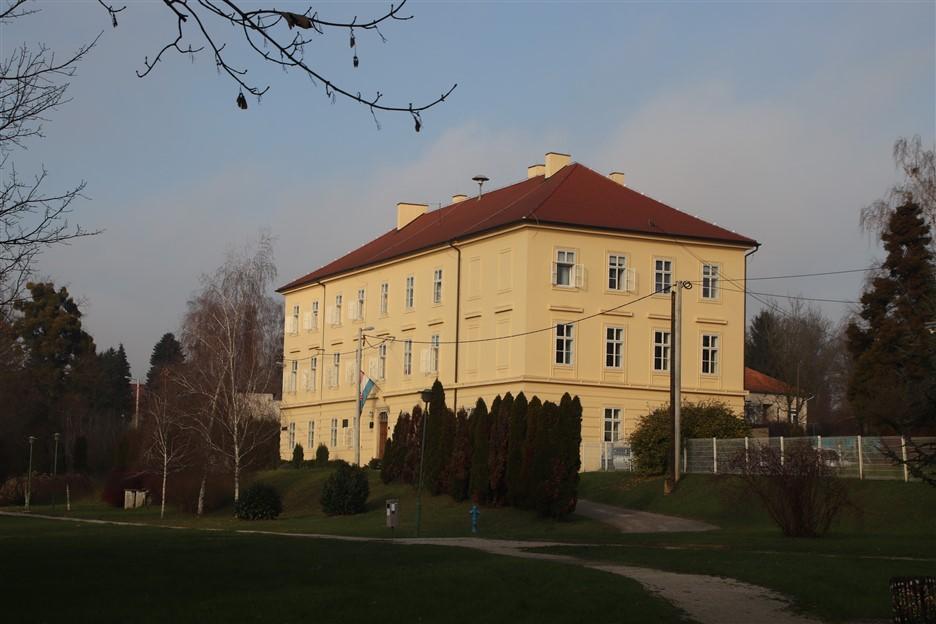 12-stara-zgrada-ucilista-danas-ucenicki-dom_resize