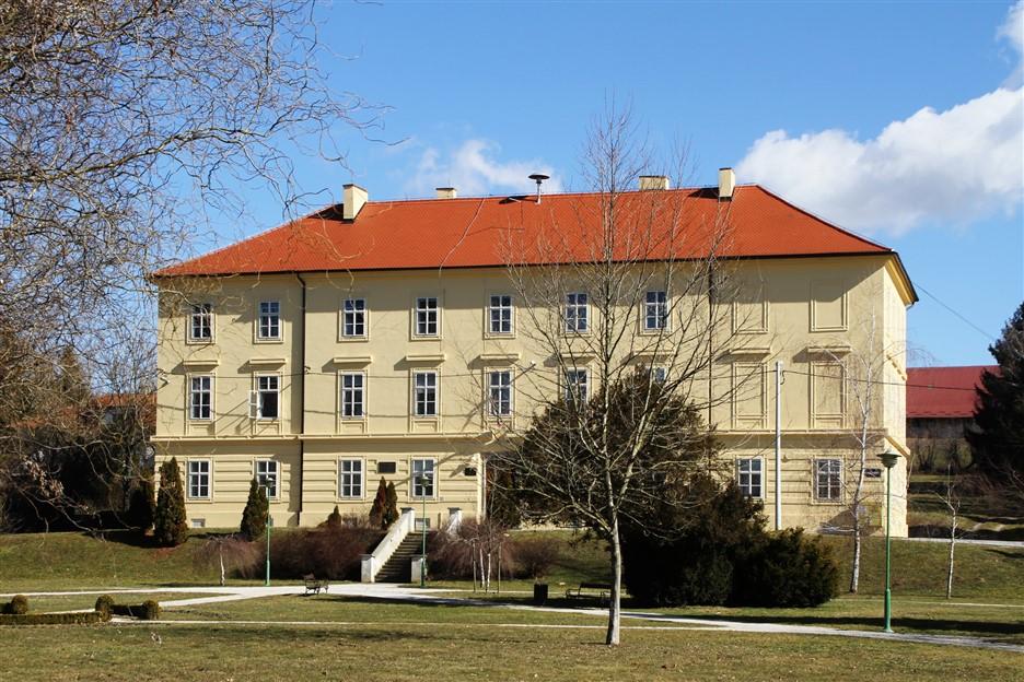 13-stara-zgrada-ucilista-danas-ucenicki-dom_resize