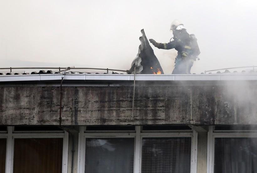 🎦 Pogledajte napore hrabrih vatrogasca koji su se borili s vatrenom stihijom na zgradi škole