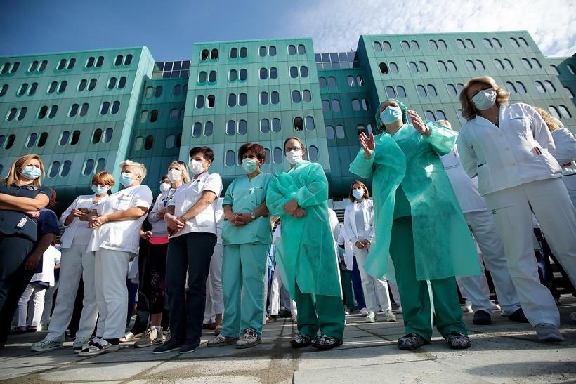 """Prosvjed zaposlenika KB Dubrava """"Ne damo bolnicu"""""""