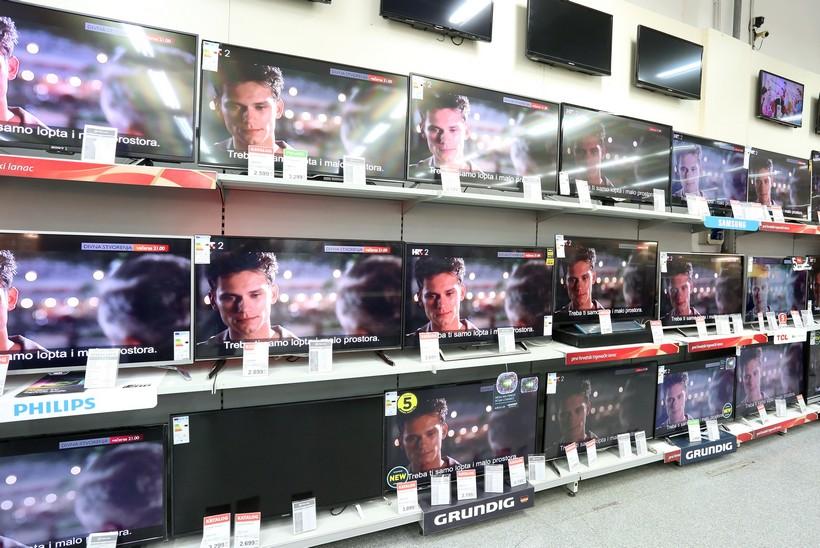🎦 Porasla prodaja televizora: 'Djelatnici jedva stignu napuniti police'