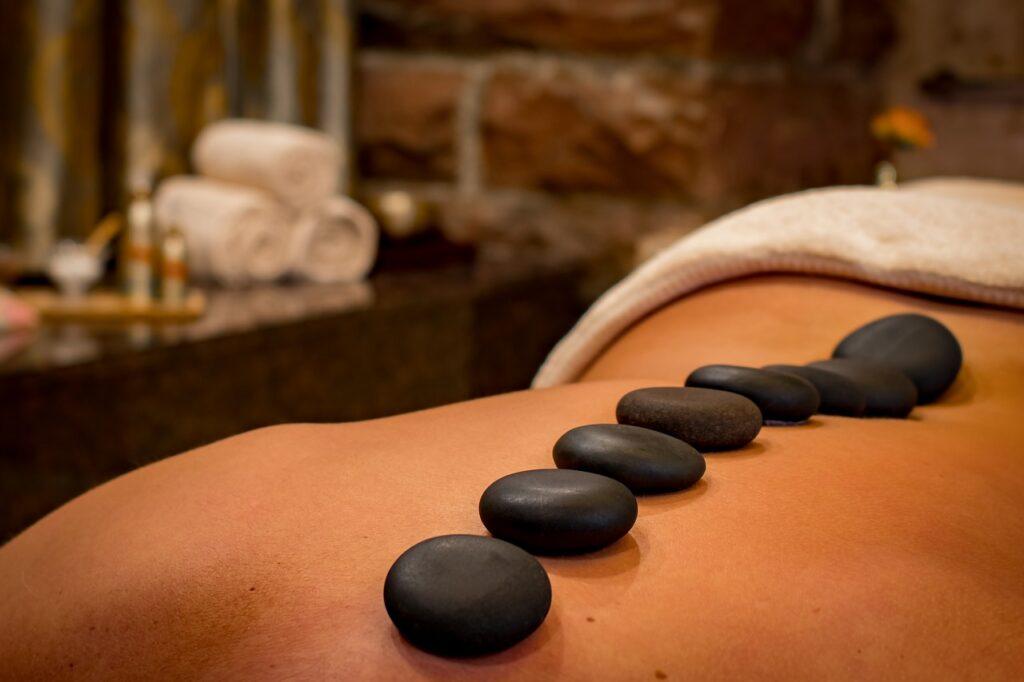 Black Friday Rocks! – odlična cijena 'hot stone' masaže za sve ljubitelje opuštajućih masaža na Bazenima Cerine!