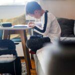 Ministarstvo obrazovanja 'prebacilo lopticu'; Osnivači i lokalni stožer odlučuju o prelasku srednjih škola na online