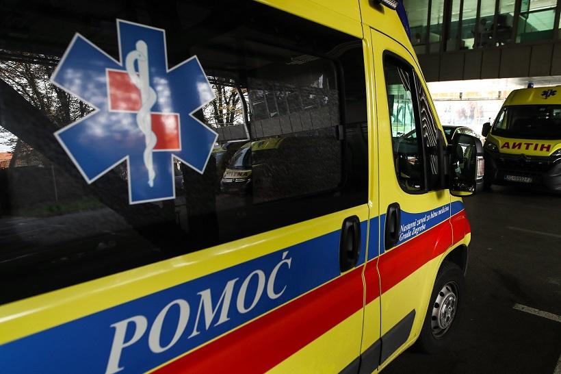 Kombi završio u kanalu, ozlijeđeno pet osoba, a onda je na mjesto nesreće došao muškarac zaražen koronavirusom
