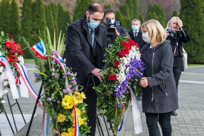 Izaslanstvo HLK u Vukovaru odalo počast žrtvi toga grada u Domovinskom ratu