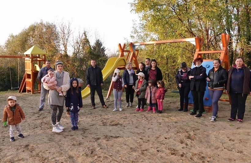 🖼️ Gradonačelnik Janči s mještanima otvorio novoizgrađeno dječje igralište u Budrovcu