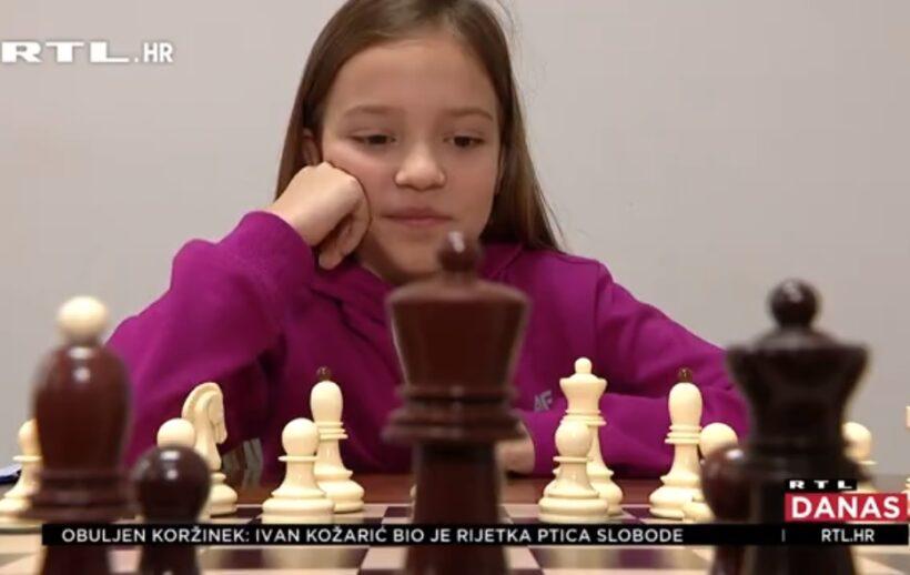 🎦 Klara Končariz Bjelovara postalaviceprvakinja u šahu; tek joj je 10 godina, a igrati je počela iz dosade