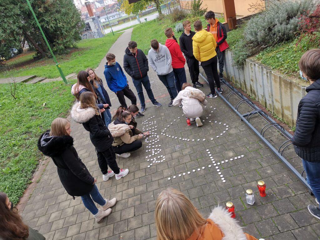Križevački gimnazijalci prigodno obilježili dan sjećanja na žrtvu Vukovara