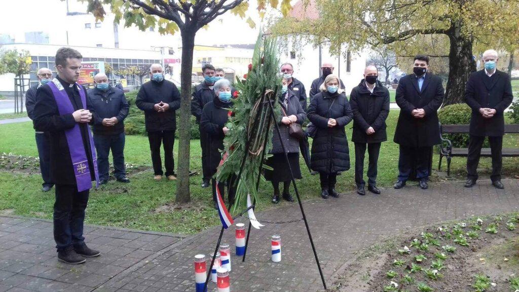U Križevcima položen vijenac i upaljene svijeće za Vukovar i Škabrnju