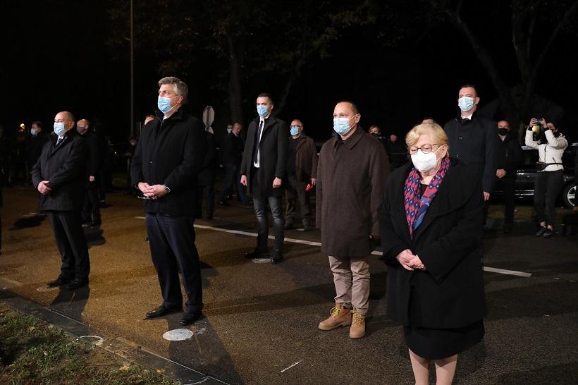 Upaljene svijeće kod vukovarske bolnice