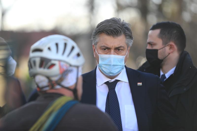 Plenković najavio proširenje Zakona o obnovi potresom oštećenih zgrada