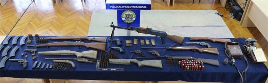 Policija kod 51-godišnjeg Podravca pronašla pištolje, revolvere, puške, puškomitraljez, bombe i svašta drugo