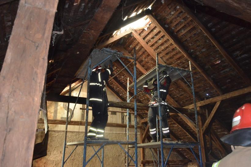 🎦 Bili smo s vatrogascima iz Koprivničko-križevačke županije na jednom oštećenom krovu u Glini