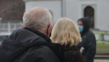 U braku 70 godina – supružnici umrli od koronavirusa tri dana prije cijepljenja