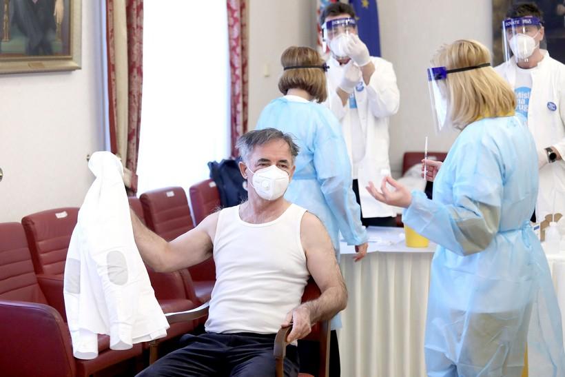Zagreb: Saborski zastupnici cijepili se protiv covida-19