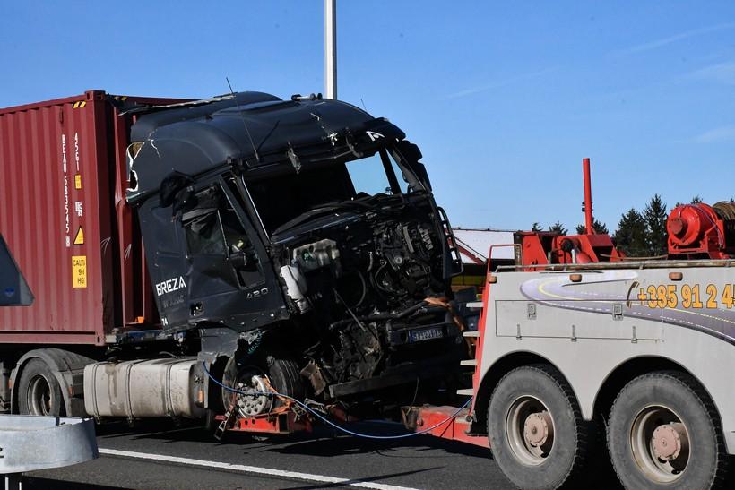 Pijani vozač 'šlepera' izazvao sudar