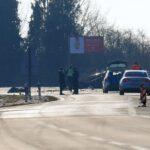 U teškom sudaru dvaju automobila poginula osoba; policija zatvorila cestu u oba smjera