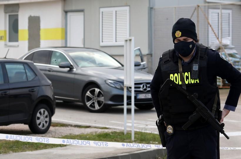 DUGE CIJEVI NA ULICAMA Četvero mrtvih; izrešetan poduzetnik, još troje ljudi mrtvo kod TLM-a