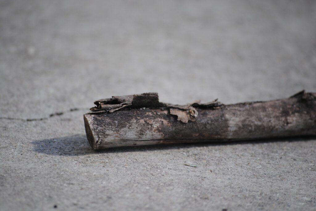 Drvenom drškom udarao 37-godišnjaka po tijelu