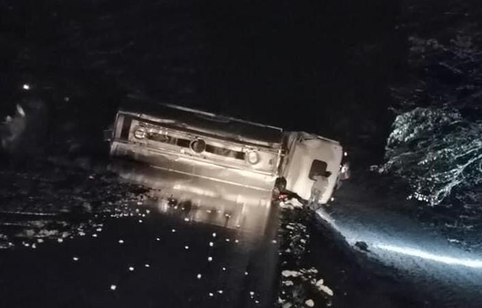Prevrnula se cisterna, promet je na županijskoj cesti prekinut