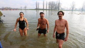 Milan, Olena i Svebor okupali se u hladnoj Korani